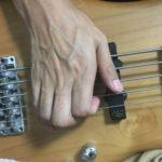 スラップの親指の向き 二つの流派